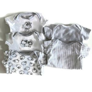 🌱2 for $15🌱 Set of five 3-6 months onesies
